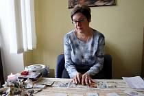 Podle krnovské věštkyně Evy Tomeškové bude rok 2012 plný paradoxů a změn.