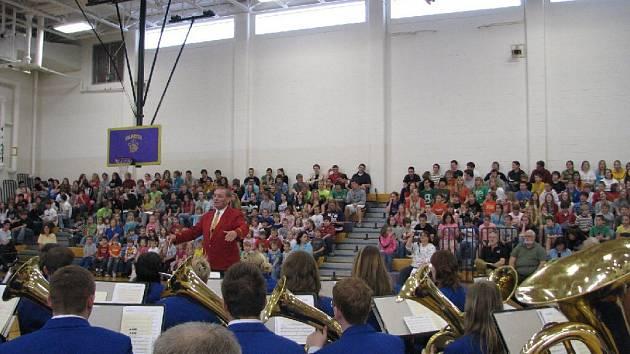 Mladí posluchači vydrželi hodinu a půl pozorně poslouchat vynikající krnovské muzikanty a jejich pestrý repertoár.