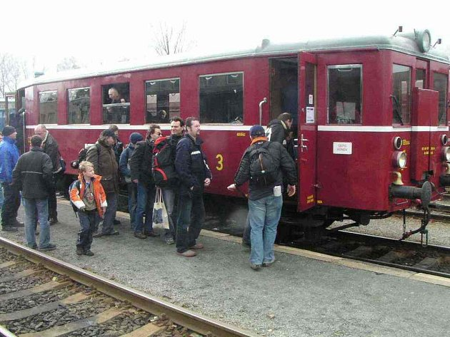 Historivký vlak na krnovském nádraží