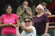 Vidlácké hry v Lichnově letos představily kromě tradičních disciplín přinesly také novinky jako práce s rycími vidlemi v sedě nebo na čas.