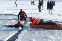 Ice Watter Board je speciální záchranný prostředek na vyprošťování osob z ledové tříště.
