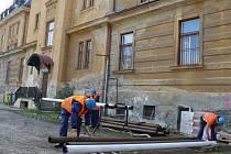 Rekonstrukce kulturní památky Petrin na centrum vzdělávání a volného času v Bruntále by měla podle předpokladů skončit letos v srpnu. Ilustrační foto.