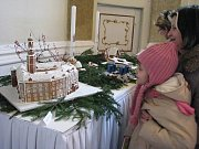 Z prací zaslaných do soutěže O nejhezčí vánoční ozdobu bývá každoročně uspořádána na zámku v Bruntále výstava, kde návštěvníci obdivují ty nejpůvabnější výtvory. V roce 2008 například zaujaly výrobky z perníku, kouzelný byl bruntálský perníkový zámek.
