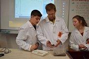 Věda je zábava! Na bruntálském gymnáziu proběhl Den vědy.