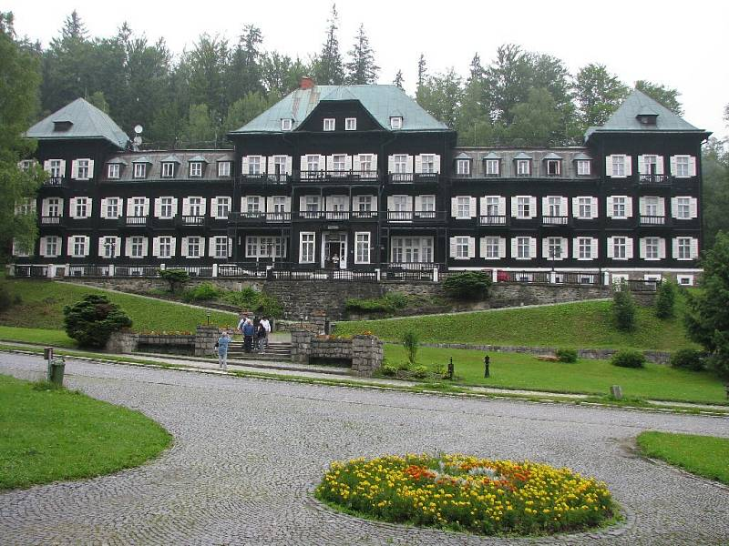 Na snímku lázeňský dům nazvaný Slezský dům. Mnozí si jej pamatují z filmu Marie Poledňákové S tebou mně baví svět.