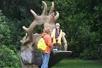 Lázně Karlova Studánka jsou prodchnuty mysliveckou tradicí. Potvrzuje to třeba místní název jedné části obce: Hubertov, nebo Hubertova kaple či socha jelena. Ti žijí v okolních lesích.