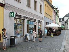 Městské Informační centrum je situováno na náměstí Míru v Bruntále. Odtud poučení turisté vyrážejí na toulky bruntálským okresem.
