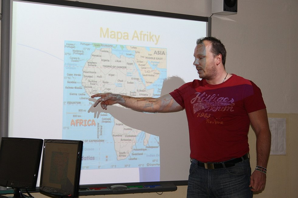 MARCEL KOLÁČEK o svých zážitcích z Libérie vyprávěl dětem na Základní škole v Třemešné.