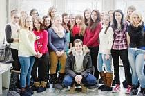 Martina Šafaříka ze Superstar při natáčení klipu ve Flemmichově vile požádaly krnovské studentky o společnou fotku. Martin Šafařík se do Krnova znovu chystá 20. června, kdy bude hostem na koncertu rapera Revolty v klubu Kofola.