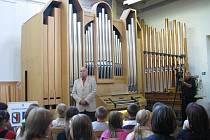 Krnovská firma Rieger-Kloss Varhany uspořádala v rámci krnovských hudebních slavností varhanní koncert, který sklízel díky výborným výkonům hudebníků neskutečné ovace.