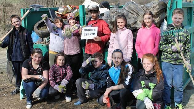 Černá skládka mezi Bruntálem a Starým Městem je díky dětem ze Základní školy v Jesenické ulici v Bruntále minulostí.
