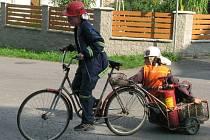 Mladí dobrovolní hasiči z Úvalna si vyzkoušeli nácvik vyprošťování uvězněné osoby z bouraného vozidla, které začínalo hořet. Po vyproštění si ověřili i své zkušenosti z první pomoci.