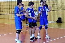 Krnovští volejbaloví junioři kvůli absenci nemocných hráčů nestačili na celek Dolního Benešova. Ztratili tak vedení v krajském přeboru.