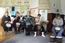 Zájemci nad čtyřicet let věku propadli v Andělské Hoře kouzlu bicích nástrojů.