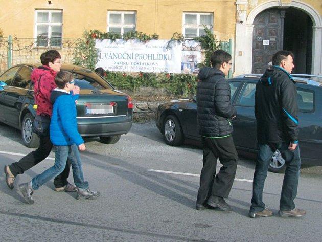 Zámek Hošťálkovy byl otevřen poprvé v historii. Přilákal přes tisíc návštěvníků, ale průvodci díky svému nasazení nával zvládli.