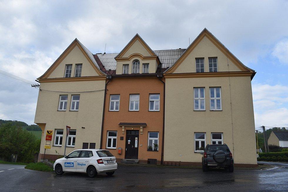 Janov dnes patří k nejmenším městům v České republice. V dávných dobách zde horníci těžili stříbro.