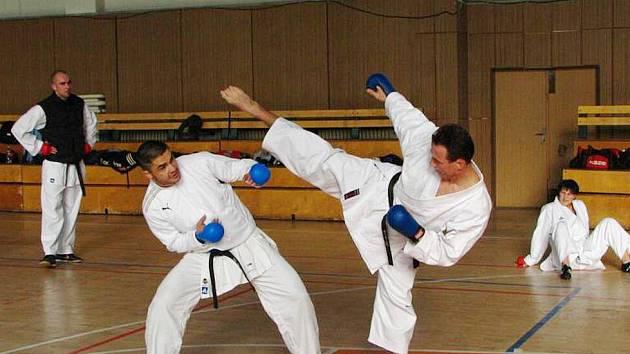 Nácvik uhybů na semináři s Klaudiem Farmadinem, slovenským medailistou z mistrovství světa.