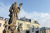 Původní název zněl jen Benešov. Město bylo založeno roku 1253. Přízvisko Horní získala obec až v roce 1926.  Dnes na katastrálním území o rozloze 2040 ha žije přes 2300 obyvatel.
