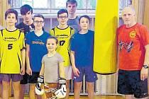 Jaroslav Morbitzer se svými boxerskými mládežníky.