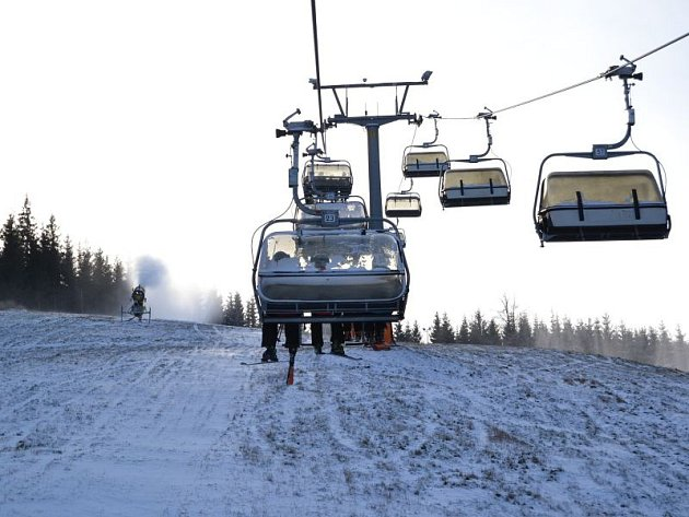 Lanovka v areálu Ski Karlov.