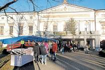 Zámek Jindřichov byl v prosinci dějištěm vánočních trhů i mikulášské zábavy. Dnes se zde odehraje loučení s rokem 2016, které zakončí ohňostroj.