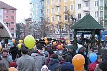Hlavní náměstí v Krnově se ve čtvrtek 10. prosince 2009 zcela zaplnilo za jedinným účelem, odeslat vzkaz Ježíškovi.