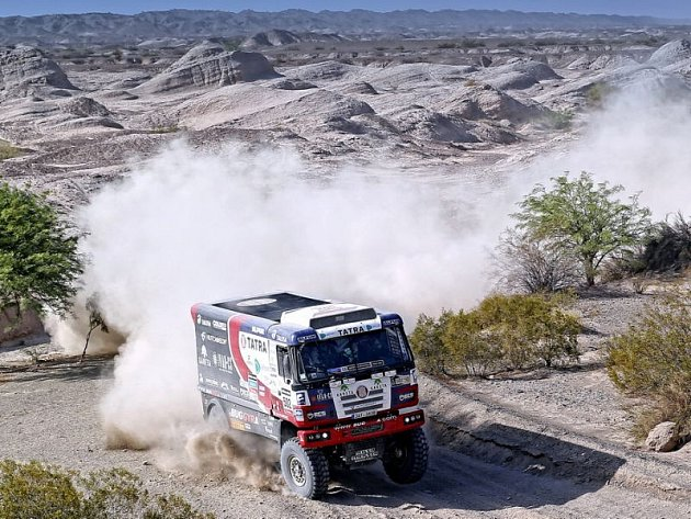 Za posledních osm let nepoznali účastníci Rallye Dakat delší etapu, než byla ta středeční. Díky velmi těžkému dílu narostly ztráty u většiny posádek a definitivně se oddělilo zrno od plev.