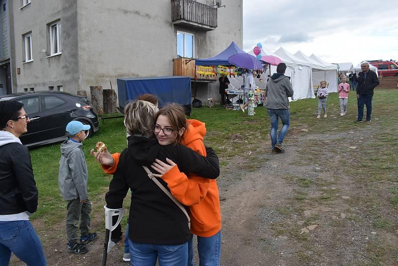 Hlinka přivítala návrat Rytíře. Dobrovolní hasiči připravili obřad žehnání praporu a oslavili 75 let od své jednotky. Vše uzavřela zábava Hlinka buduje, zpívá a tančí. Září 2021.