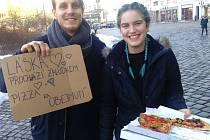Pizza jako symbol lásky a současně odměna za obejmutí? S tímto recesistickým nápadem přišel Jiří Gajdoš.