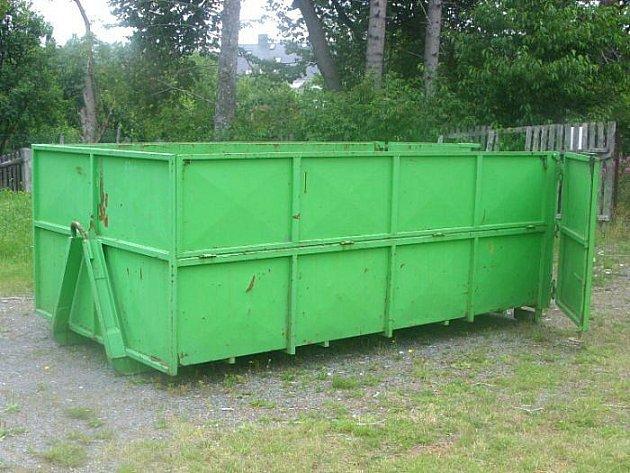 Bruntálští policisté v současnosti intenzivně pátrají po zlodějích, kteří začátkem června ukradli velkoobjemový zelený kontejner za 40 tisíc korun.