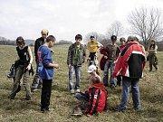 Vedení školy v Andělské Hoře připravuje během roku celou řadu akcí, o které jeví děti zájem. Naposledy hledaly jaro.