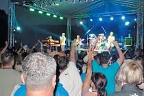 Povodně z roku 1997 si obyvatelé Holčovic každoročně připomínají hudebním festivalem. Je to den plný zábavy a oslava úspěšné obnovy obce po zničující povodni.