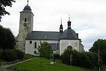 Pohled na kostel sv. Máří Magdalény s kaplí sv. Anny.