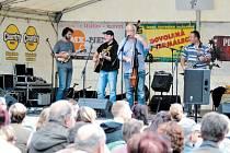 Terasu v bruntálském zámeckém parku letos opět rozezní muzikanti na festivalu Bruntálské índiánské léto.