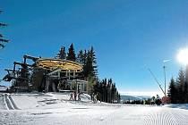 Ski Areál Kopřivná, tady dnes mohou školáci lyžovat po předložení vysvědčení zdarma. Výhodné lyžování nabízí dětem i další areály.