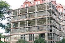 Zateplení a výměna oken proběhla na budově nemocnice ve Městě Albrechticích již loni. Letos se připravuje modernizace vnitřku budovy.