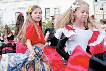 Jedna z mnoha fotografií, které budou na výstavě ke zhlédnutí. Zachycuje žáky taneční školy Stonožka během Vodnického dne.