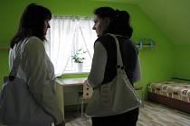Ze staré prádelny se během necelých tří měsíců stal útulný domek, který byl v úterý 15. prosince 2009 slavnostně předán do užívání dětem z Dětského domova Lichnov.