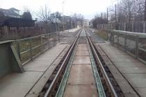 Lze doplnit mostní konstrukci lávkou pro pěší a legalizovat zkratku ze cvilínského nádraží na SPC přes železniční most? Zajímavý nápad  zatím zůstává bez odezvy.