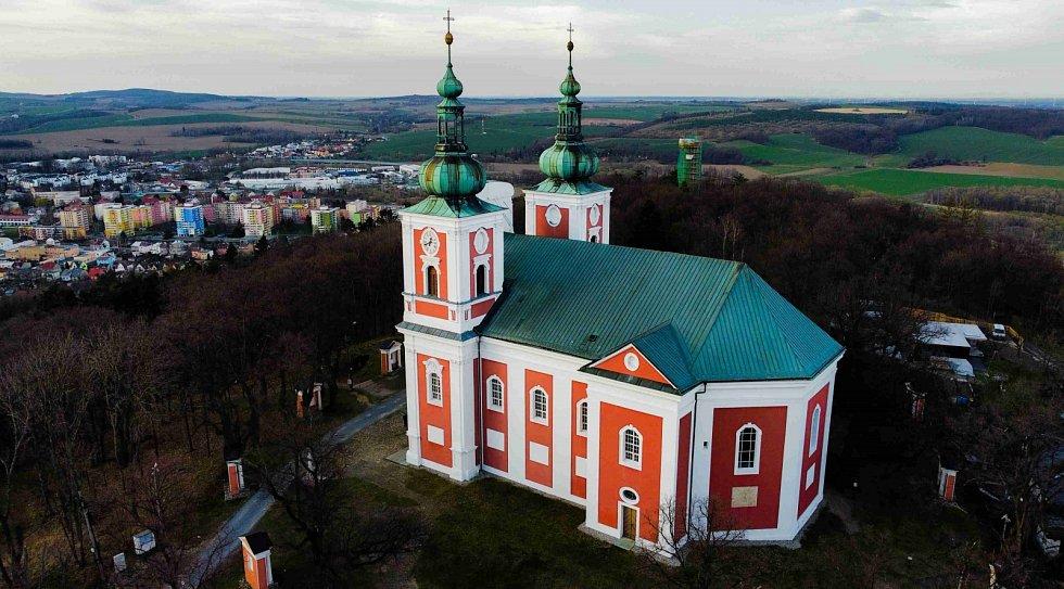 Vrch Cvilín s poutním kostelem Panny Marie Sedmibolestné