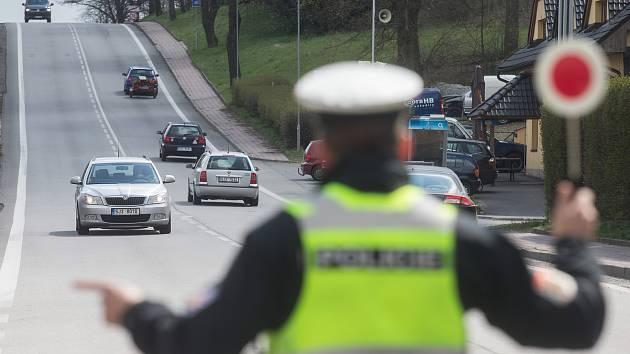 Při kontrolní akci chytili jihomoravští policisté v kraji přes čtyři sta řidičů