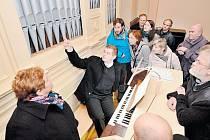 Varhanářská firma Roberta Ponči z Krnova právě dokončila pozoruhodnou zakázku. Díky nim už zase hraje tento vzácný nástroj z roku 1904v Husově sboru v Dobrušce.