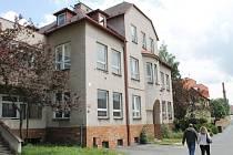 Nový majitel domu v bruntálské Brožíkově ulici se zavázal do konce roku 2015 přestavět bývalou knihovnu na malometrážní byty pro mladé lidi.