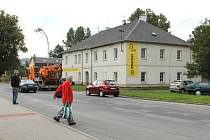 Obchodní dům na třídě Práce chce na tomto místě zřídit pražská firma. Město Bruntál požádala firma o darování lemujícího chodníku.