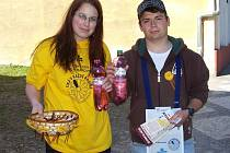 Květinový den v ulicích Krnova zajišťovali dobrovolníci pod vedením Onko Niké. Působili také v Bruntále, Vrbně pod Pradědem, Městě Albrechticích a Horním Benešově.