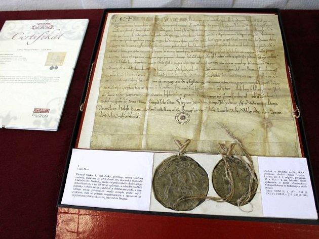 V Bruntále je ode dneška po tři dny k vidění unikátní dokument, originál takzvané Uničovské listiny. Jde o dokument z třináctého století, kterým král Přemysl Otakar I. v roce 1223 přiznává městu Uničovu stejná práva, jako má již deset let město Bruntál.