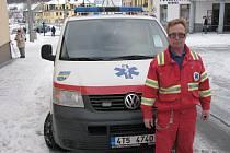 Sotva se vrátil řidič vrbenské sanitky Antonín Ušela s pacientem z Krnova, už ho volali k dalšímu případu z Mnichova, místní části Vrbna pod Pradědem.
