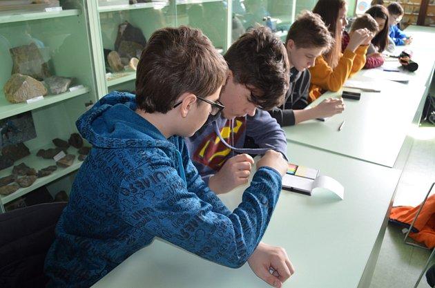 Žáci ze Základní školy vBřidličné se seznamovali sgeologií na Přírodovědecké fakultě Univerzity Palackého Olomouc.