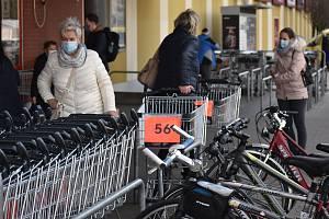 Lidé si nakoupí i v sobotu, obchody i ve svátek 1. května zůstanou otevřené.