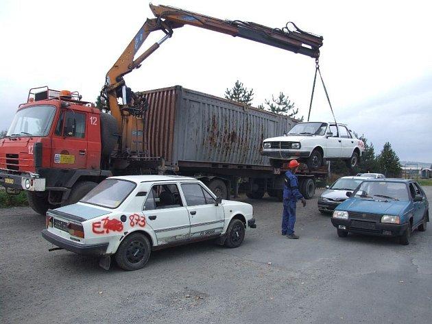 Majitelé nepojízdných aut z Krnovska dostali po roce opět příležitost zbavit se nepotřebných autovraků.
